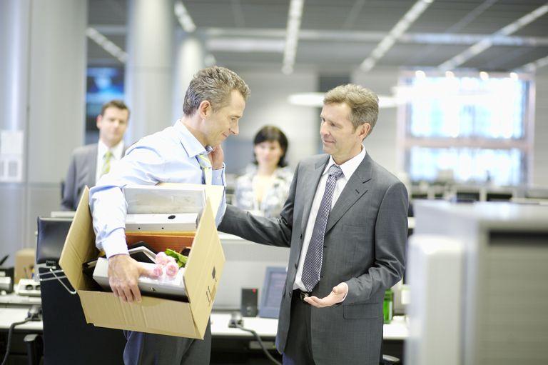 Retragere asociat din firma